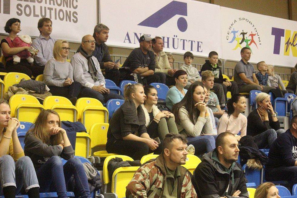 BK Olomoucko (ve žlutém) proti NH Ostrava