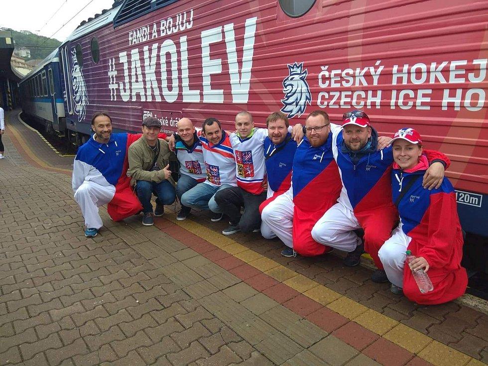 Skupina Jakuba Kroupy v Bratislavě na utkáních Švédsko - Rakousko a Česko - Lotyšsko