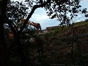 Dálnice D46 u Olšan u Prostějova v sobotu večer uzavřela demolice nadjezdu.