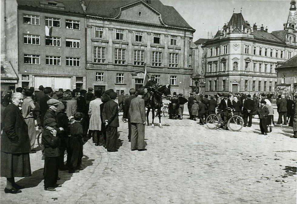 Vítání osvobozujících jednotek v Prostějově 9. května 1945