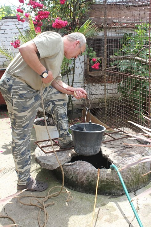 Františku Horákovi z Biskupic se ve studni objevila horká voda