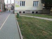 Dvě cyklistky se v Prostějově nedokázaly vyhnout a po střetu skončily na chodníku.