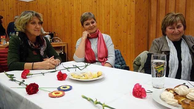 Posezení občanů ve Vrchoslavicích