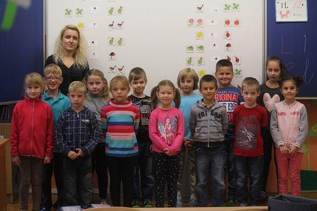 Žáci 1.třídy ze ZŠ Horní Štěpánov spaní učitelkou Lucií Malachovou