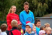 Tenisté Berdych a Kvitová na hledání dětských talentů v Prostějově