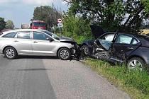 Při nehodě nedaleko Dobrochova se zranili dva lidé.