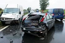 Dodávka nabourala na R46 u Prostějova dvě auta, nehoda zastavila provoz