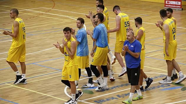 Tým BK Olomoucko (ve žlutém). Ilustrační foto