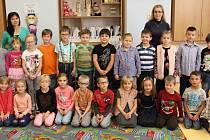 První třída Základní školy Vikýřovice s třídní učitelkou Lucií Sojkovou a asistentkou pedagoga Květou Dědičovou