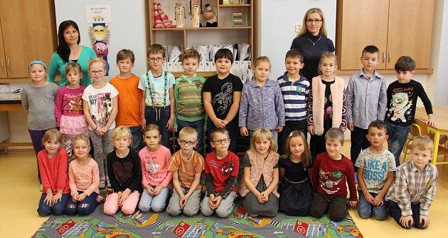 První třída Základní školy Vikýřovice střídní učitelkou Lucií Sojkovou a asistentkou pedagoga Květou Dědičovou