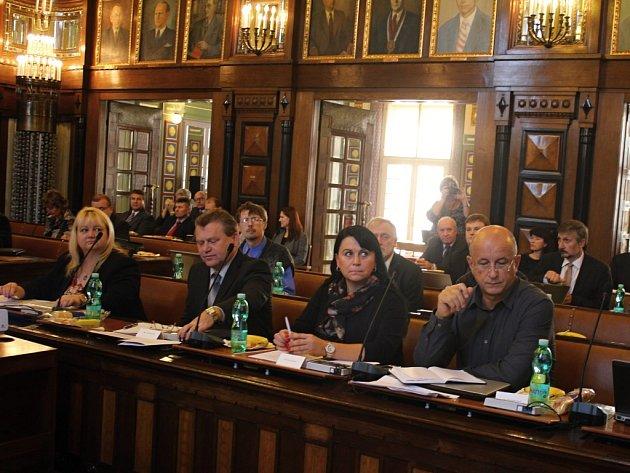 Jednání prostějovského zastupitelstva - zleva Hana Naiclerová, František Švec, čtvrtý zleva František Filouš