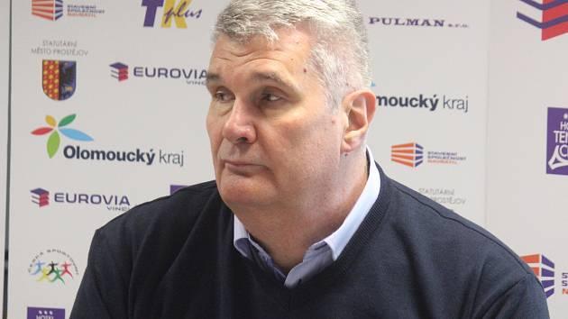 Tisková konference BK Olomoucko. Predrag Benáček (trenér)