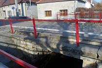 Město se pustí do opravy mostu v Čechovické ulici. Po zásahu stavebních dělníků bude most širší, bude mít větší nosnost a prodlouží se jeho životnost.
