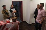 Pivovar Husar oslavil se sousedy své druhé narozeniny. Lidé dorazili na medový speciál i prohlídky.