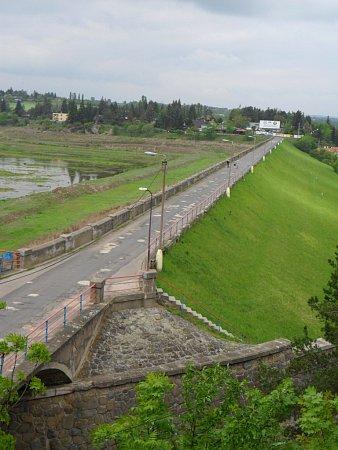 Plumlovská přehrada - pohled na hráz - 25.5.2012