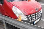 Nevydařený odtah Renaultu Master na D46