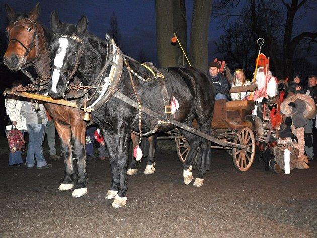 Koňské spřežení s Mikulášem v Kladkách