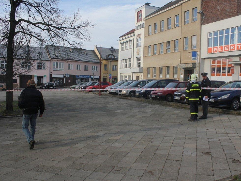 Anonym nahlásil bombu na městském úřadě v Konici. Policie uzavřela budovu i její okolí.