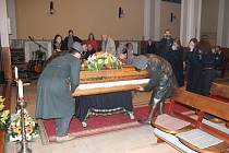 V předvečer Sametové revoluce se konala v prostějovském husitském kostele tryzna za demokracii.