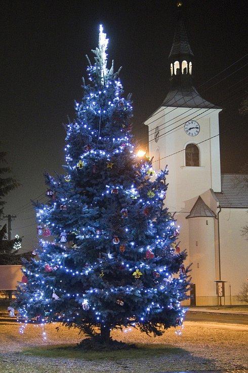 Vánoční strom 2020 ve Ptení