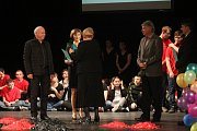 Střední, základní a mateřská škola JISTOTA oslavila pětadvacet let od svého založení velkou besídkou v prostějovském městském divadle