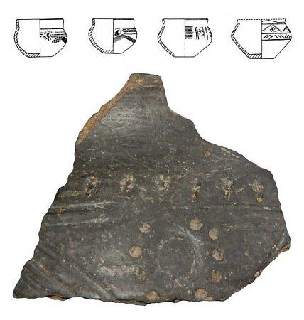Pozůstatky polozahloubených chat a fragmenty nádob objevili archeologové uMostkovic