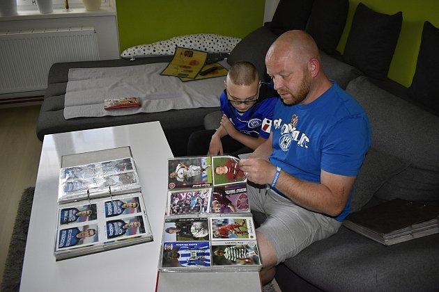 Martin Musil zBedihoště sbírá fotbalové kartičky, má jich přes osm tisíc.