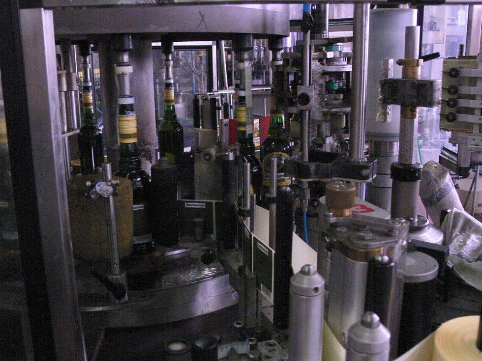 Výroba destilátů v prostějovské Starorežné