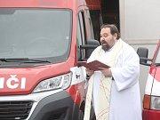 Žehnání novému požárnímu vozu v Domamyslicích