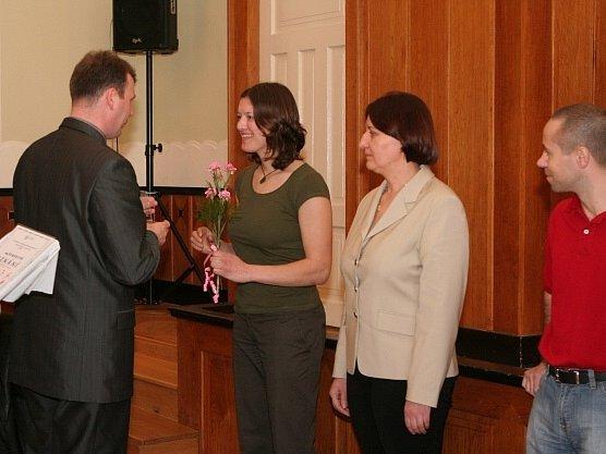 Jana Horáková (s kyticí) vyhrála v anketě Nejlepší sportovci Prostějovska 2007 kategorii jednotlivci – dospělí.
