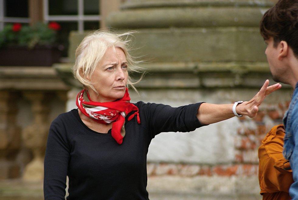 Divadelní zkouška hry Ženy a sluhové na plumlovském zámku - 6. 8. 2020 - Veronika Žilková