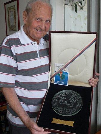 Otokar Hořínek se stříbrnou medailí zolympijských her vMelbourne