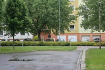 Z poklidné slepé ulice rušnou spojkou Brněnské a Tylovy ulice. I tohle je možná budoucnost Tetína.