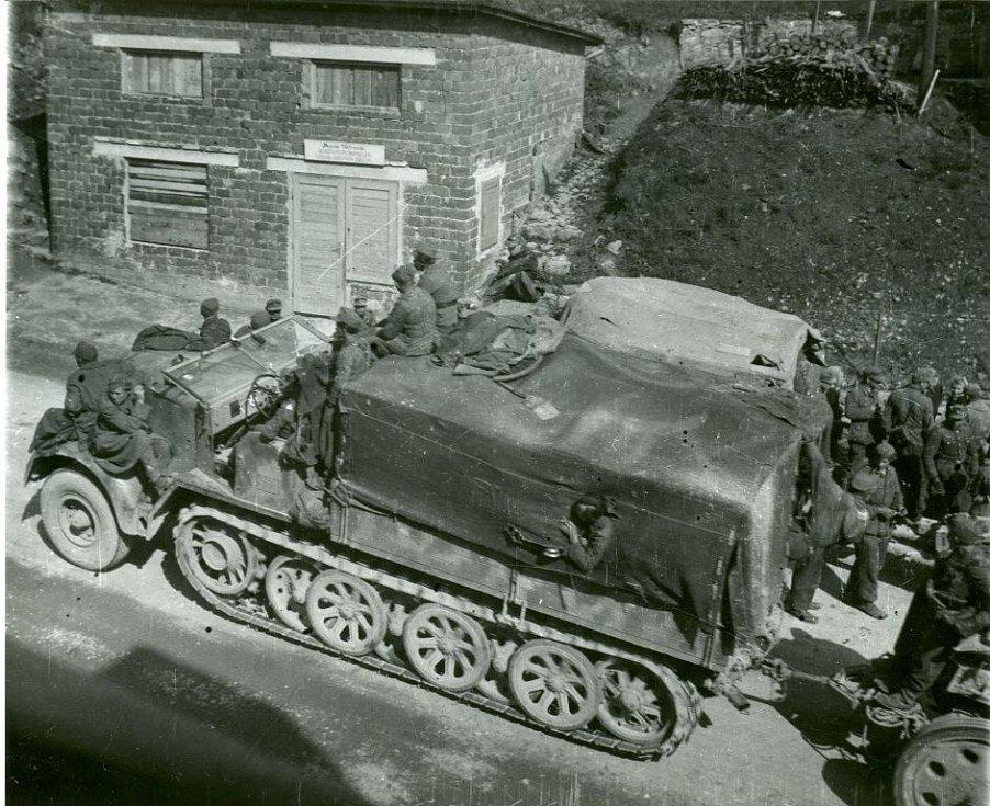 Německá armáda na ústupu z Konice ráno 9. května 1945.