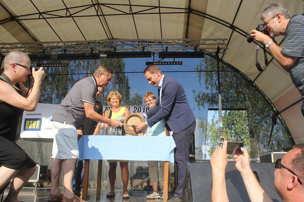 Ve Lhotě pod Kosířem lidé slavili další úspěšný rok minipivovaru Kosíř.