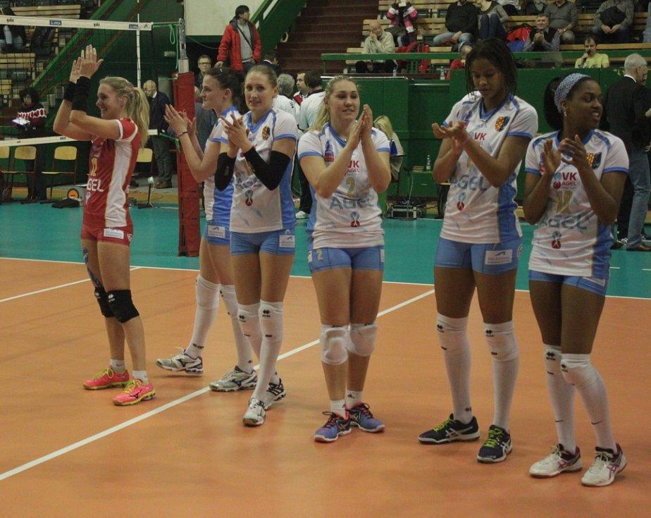 Finále poháru: Prostějovské volejbalistky získaly devátý pohárový titul v řadě, když zdolaly Ostravu 3:0 na sety