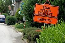 Hned s několika stavbami na silnici a uzavírkami se musí vypořádat obyvatelé Brodku u Prostějova.