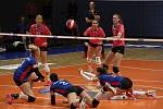 Volejbalistky Prostějova (v růžovém) prohrály s Olympem 2:3.