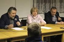 Politici z magistrátu přijeli ve čtvrtek za lidmi do Žešova. Ti chtěli s radními řešit hlavně dopravu.