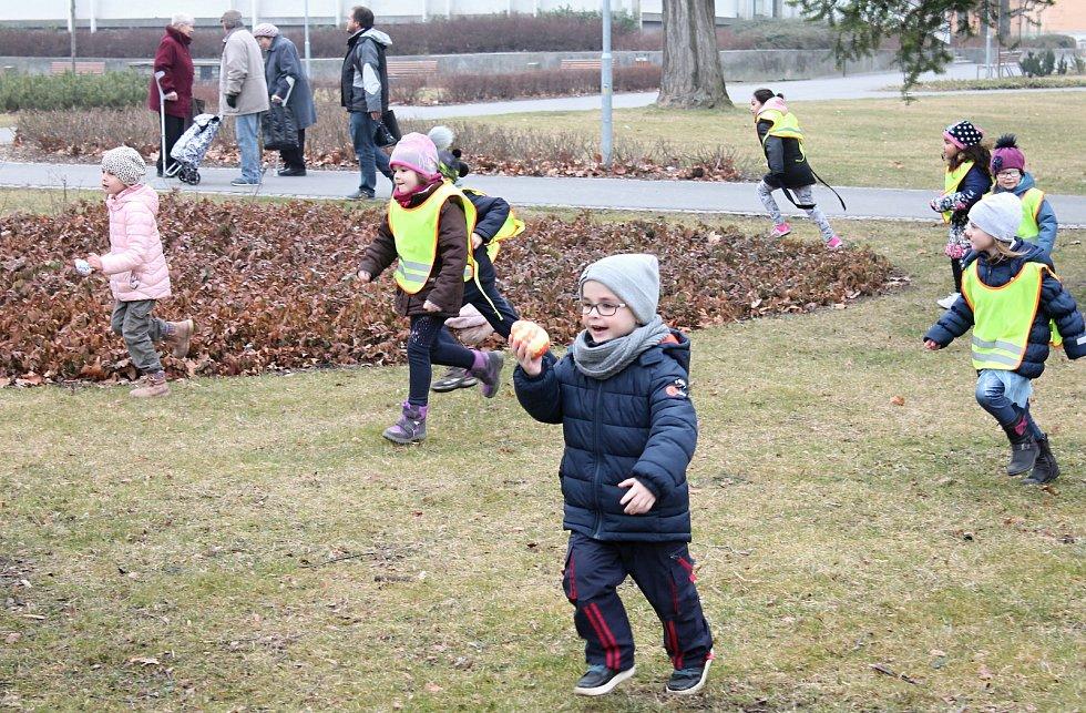 Sbírání velikonočních vajec ve Smetanových sadech v Prostějově