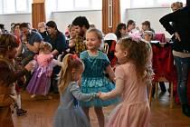 V určické sokolovně si děti v neděli užily zábavné karnevalové odpoledne.