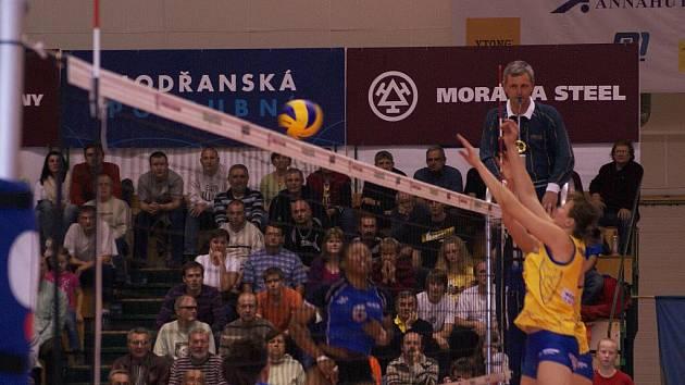 Prostějovské volejbalistky (ve žlutém) proti rakouskému SVS Post Schwechat