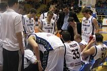 Prostějovští basketbalisté v bílém.