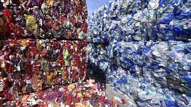 Třídírna recyklovaných plastů. Ilustrační foto