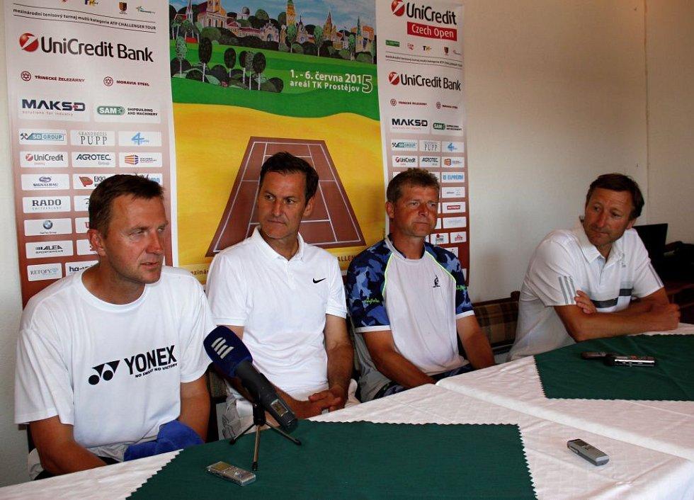 Účastníci exhibice Karol Kučera, Karel Nováček, Jiří Novák a Miloslav Mečíř.