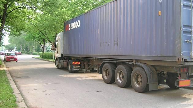 Kamion v Bulharské zaclání řidičům pravidelně ve výhledu.