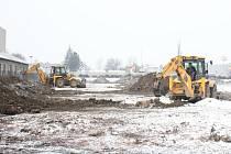 Začátek výstavby nových obchodních domů v blízkosti prostějovského OBI