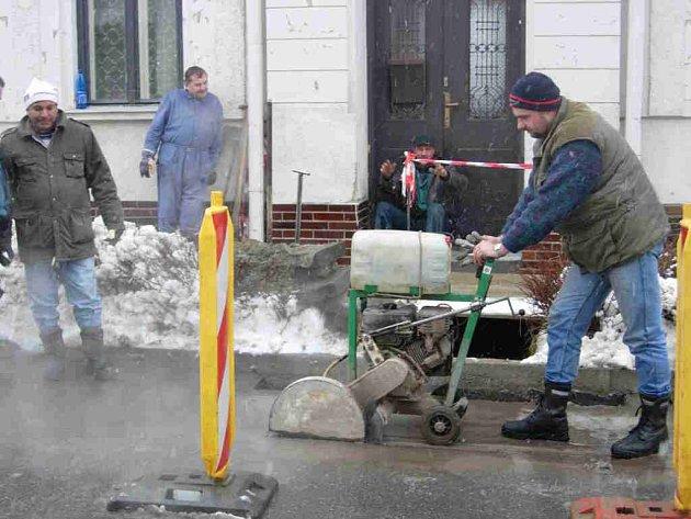 Rekonstrukce plynovodu v Rostislavově ulici.