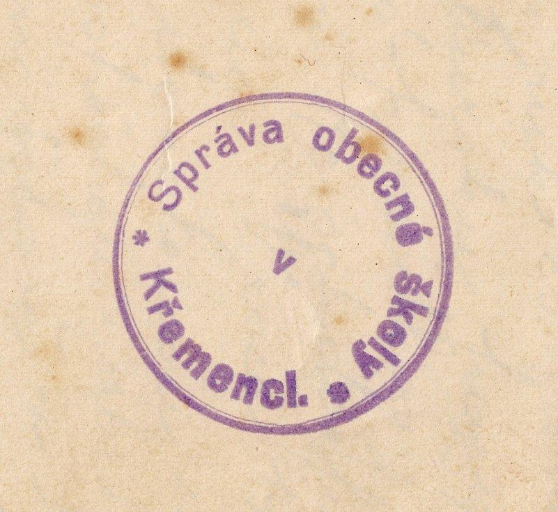 Školní razítko z roku 1922.