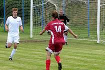 Fotbalisté Kralic (v červeném). Ilustrační foto